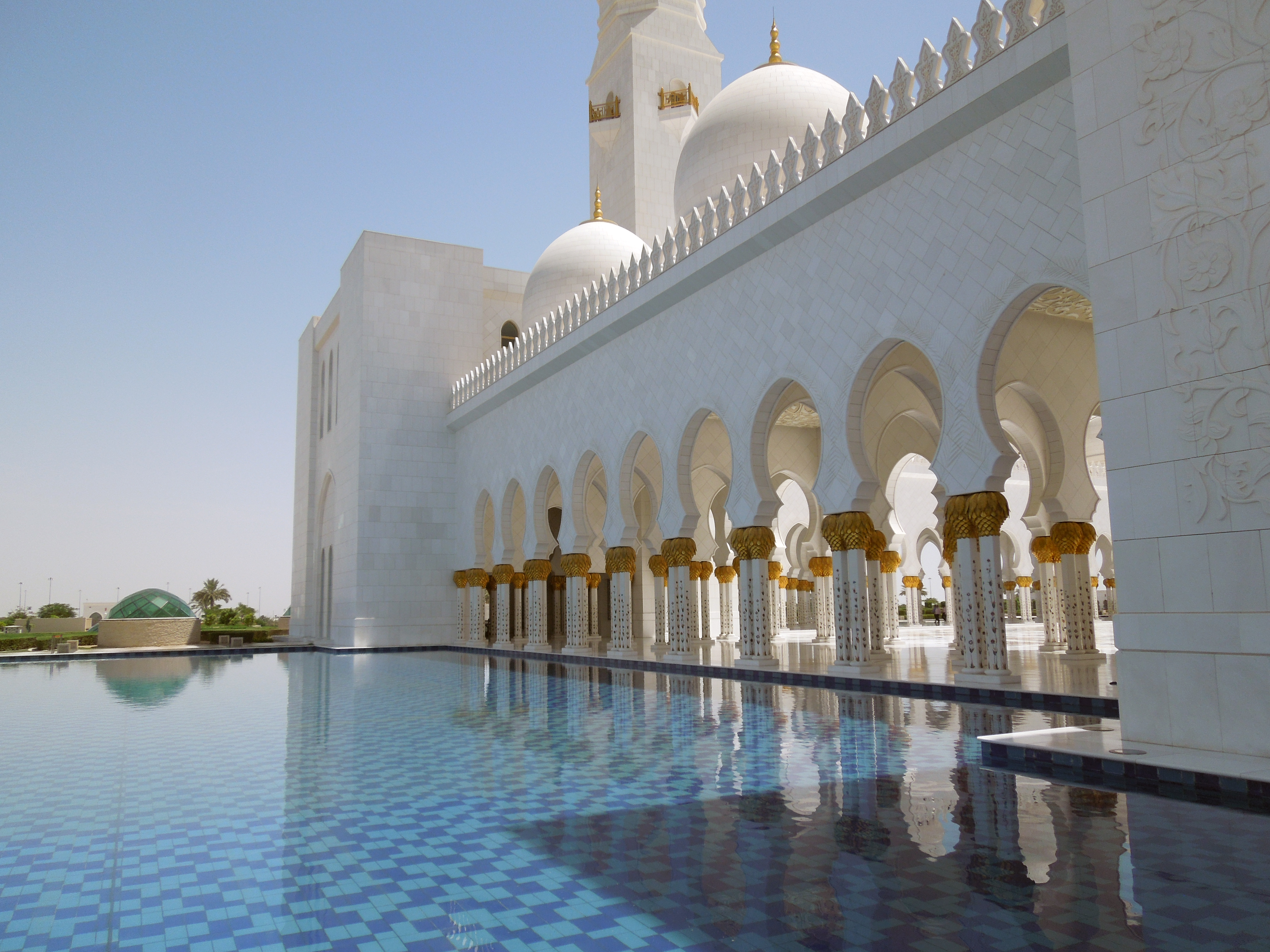 Abu Dhabi's Grand Mosque | The Anecdotal Goat
