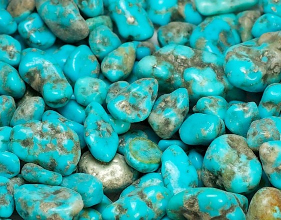http://www.rightrocks.com/shop/crushed/crushed-turquoise-large-sand-natural/